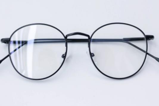 10 Rekomendasi Model Kacamata yang Lagi Trend saat Ini